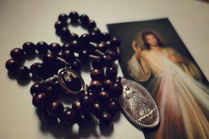 Osobitným poverením pápeža Františka ustanovené úplné odpustky